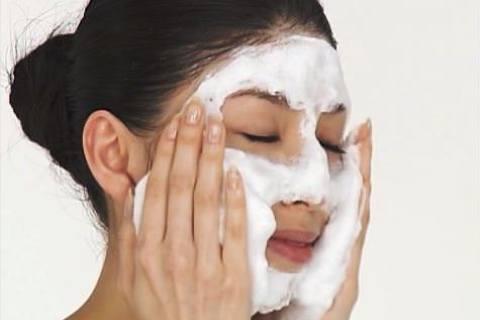 Корейський догляд за обличчям - подвійне очищення та зволоження шкіри 258c339dcf8a1