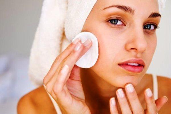 Догляд за жирною шкірою обличчя в домашніх умовах 93d029c6c87a3